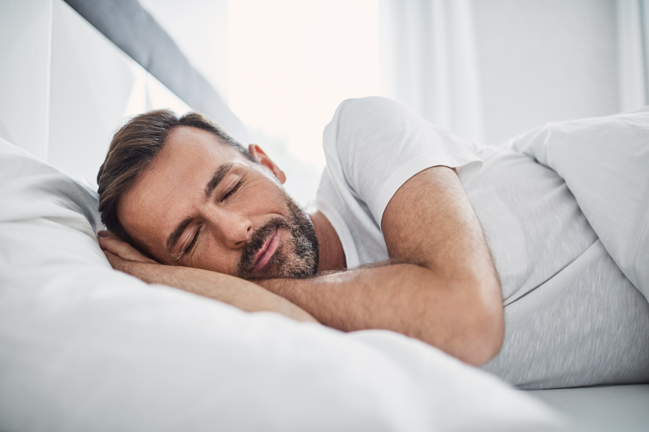 visualizes man sleeping soundly as a result of using cbd for sleep